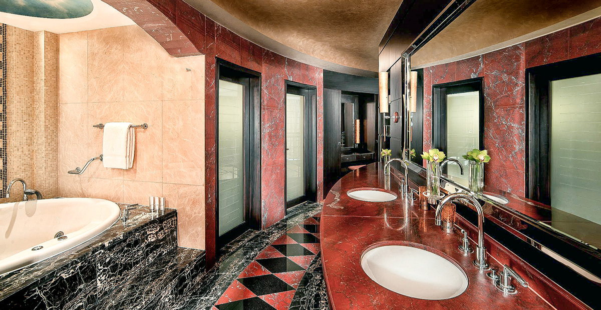 TTE32_DUB_Jumeirah_Emirates_Towers_Royal_Suite_-_Bathroom_R1