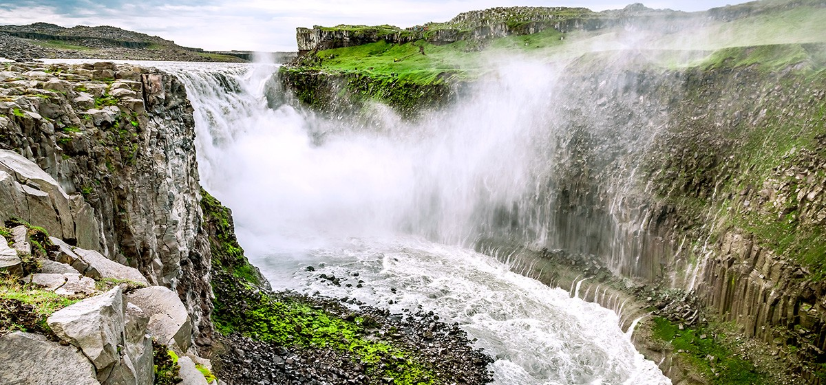 TTE32_GLO_stock-photo-75212557-dettifoss-iceland