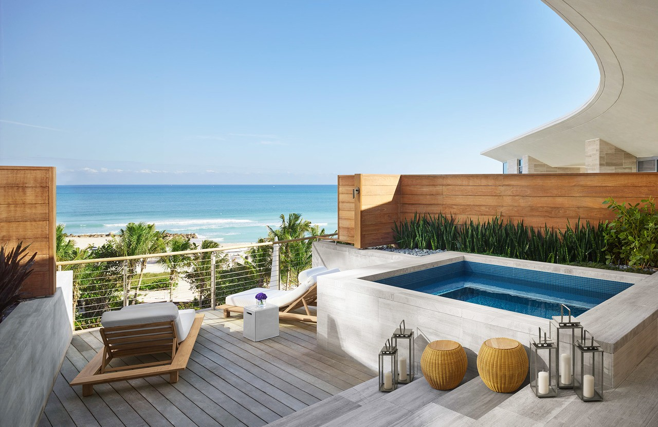 TTE32_HOT_TheMiamiBeachEdition_Premier-Bungalow-Oceanfront-Suite-Day-1870x1400_R1