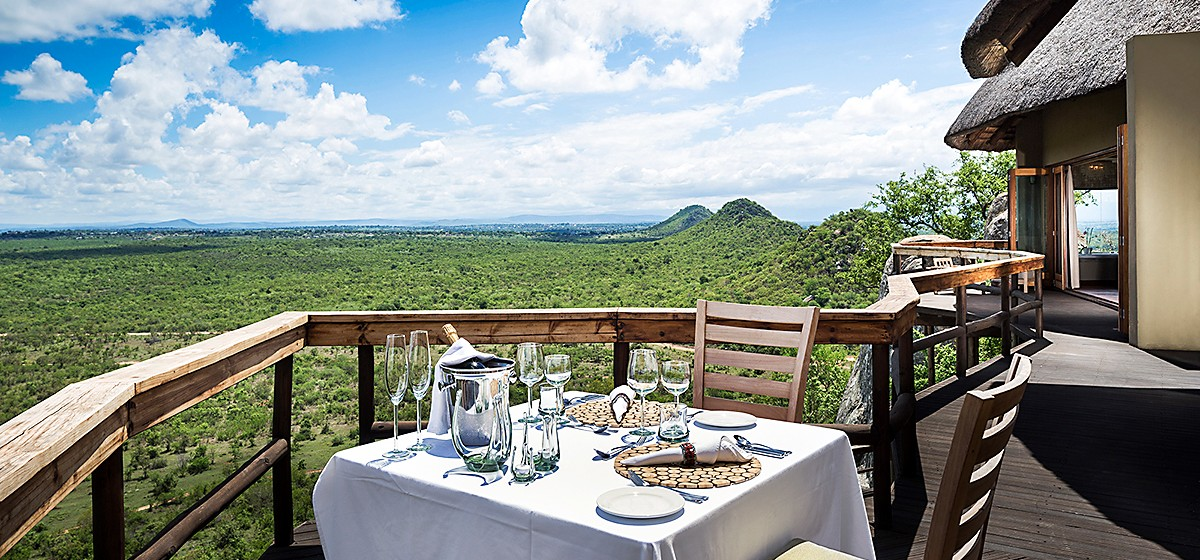 TTE33_MIC_Ulusaba-cliff-lodge-private-dining