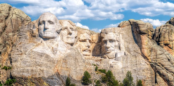 TTE33_TRAF_stock-photo-mt-rushmore
