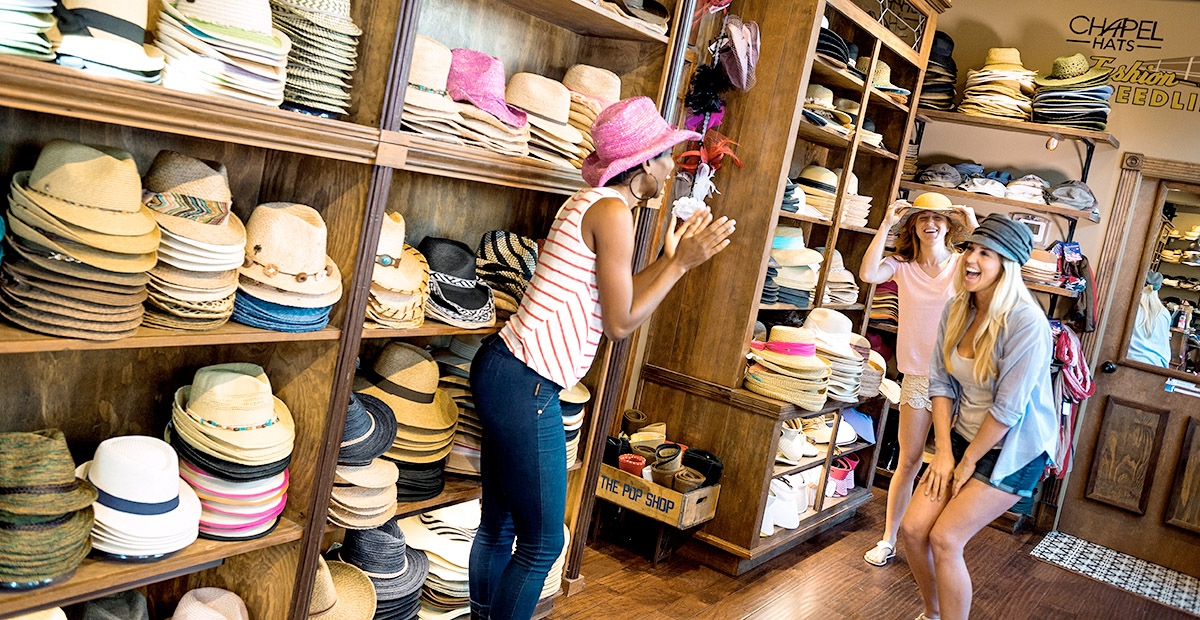 TTMo33_DIS_Disney-Springs---Shopping---Chapel-Hats