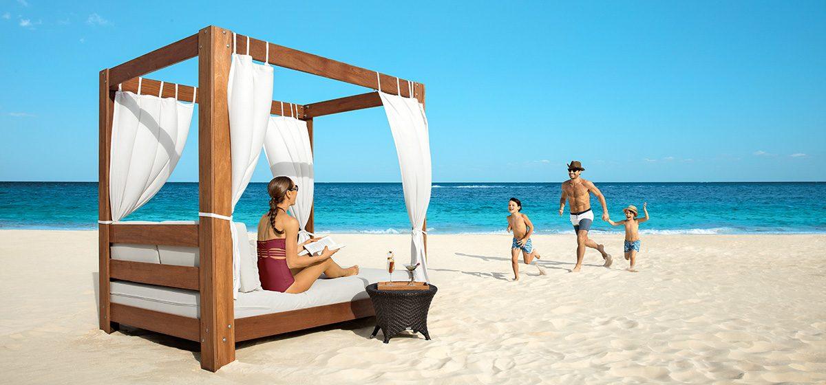 27347_CLASS_DRERC_Family_BalineseBed_Beach_2A-1024x682
