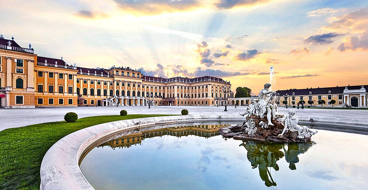 27347_VIK_CC_Vienna_Schonbrunn_Palace_Sunset